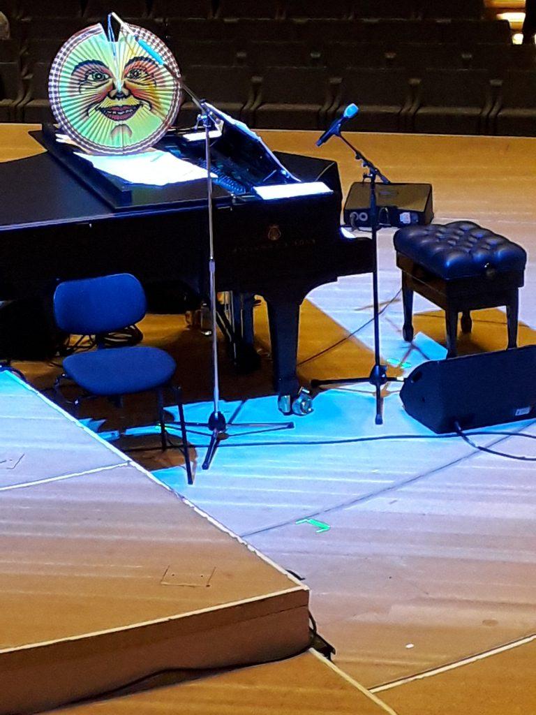 Klavier von Ulrich Tukur in der Elbphilharmonie Hamburg